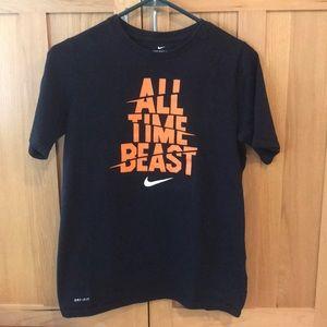 Nike boys XL t-shirt black and orange